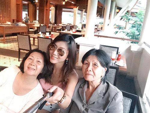 Ngọc Quyên trẻ trung bên mẹ ở Phuket-8