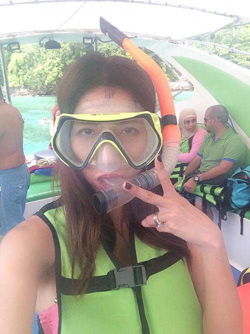 Ngọc Quyên trẻ trung bên mẹ ở Phuket-3