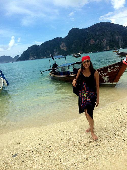 Ngọc Quyên trẻ trung bên mẹ ở Phuket-9