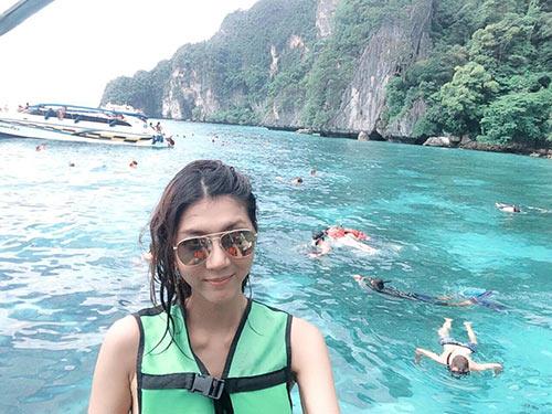 Ngọc Quyên trẻ trung bên mẹ ở Phuket-4