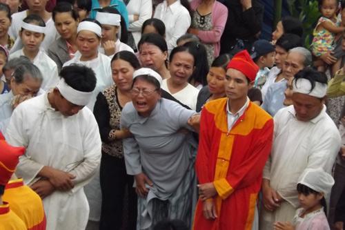 vu me con san phu chet bat thuong o hue: da co giay bao tu - 2