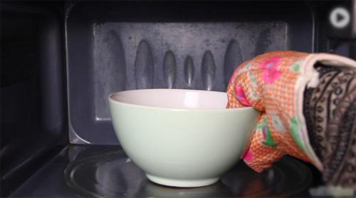 Mẹo làm sạch lò vi sóng bằng chanh - 2