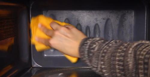 Mẹo làm sạch lò vi sóng bằng chanh - 4