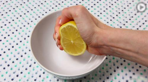 Mẹo làm sạch lò vi sóng bằng chanh - 1