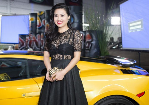 diem my 9x ho bao ben canh le khanh sexy - 5