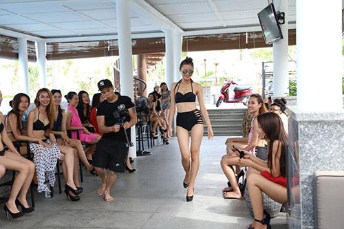 hau truong luyen catwalk cua elite model look - 11