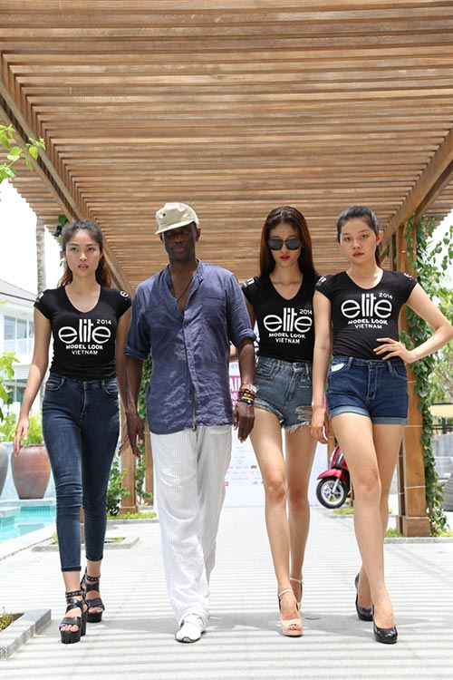 hau truong luyen catwalk cua elite model look - 5