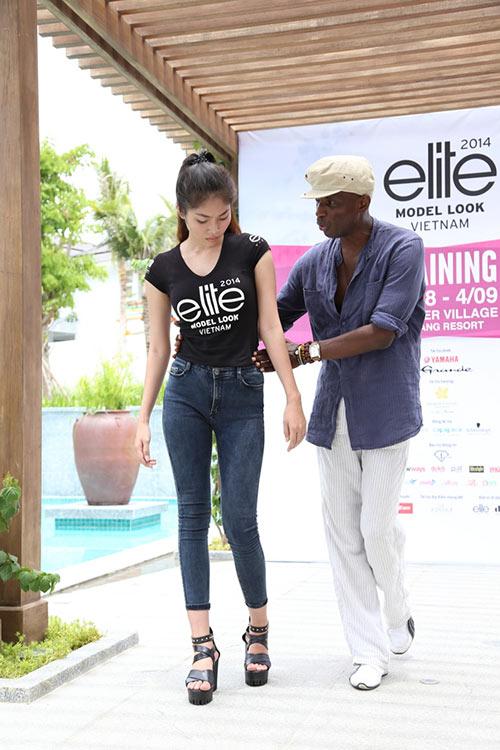 hau truong luyen catwalk cua elite model look - 6