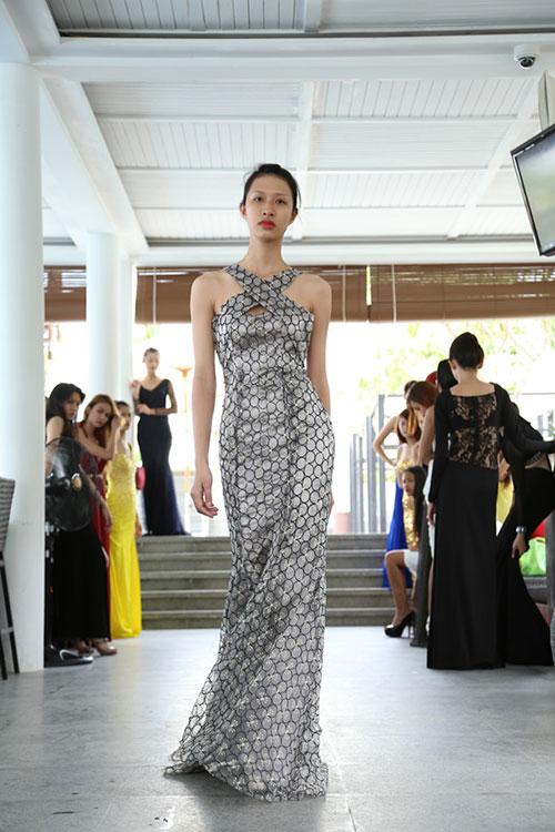 hau truong luyen catwalk cua elite model look - 9