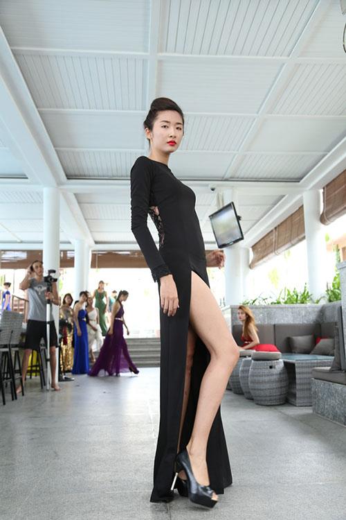 hau truong luyen catwalk cua elite model look - 10