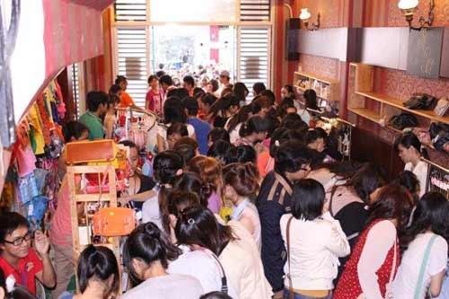 Những chợ phiên độc đáo ở Sài Gòn-1