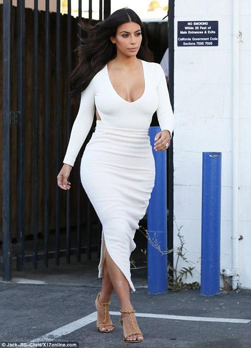 """eva """"soi"""" 28/8: kim kardashian khoe vong 1 day da - 2"""