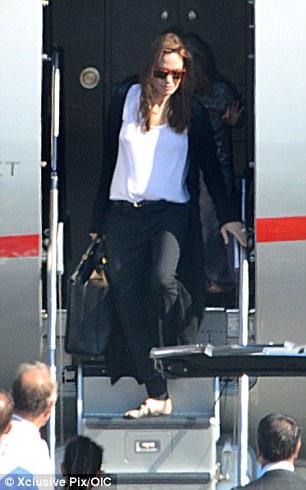 Hot: Brad Pitt và Angelina Jolie chính thức kết hôn - 3