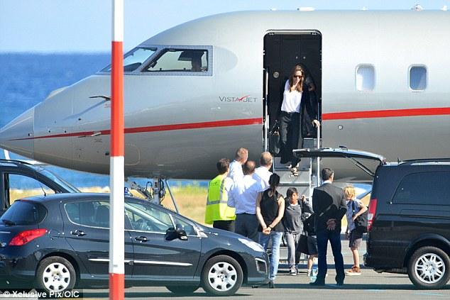 Hot: Brad Pitt và Angelina Jolie chính thức kết hôn - 4
