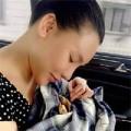 Làng sao - Hồ Quỳnh Hương âu yếm chú rùa cưng