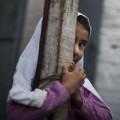 Tin tức - Phẫn nộ bé gái 7 tuổi bị người thân chôn sống