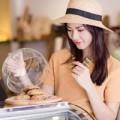 Làng sao - Trần Thị Quỳnh làm cô bán bánh xinh tươi