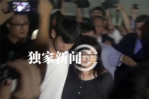 Kha Chấn Đông xung đột với phóng viên sau khi được thả-2