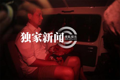 Kha Chấn Đông xung đột với phóng viên sau khi được thả-3