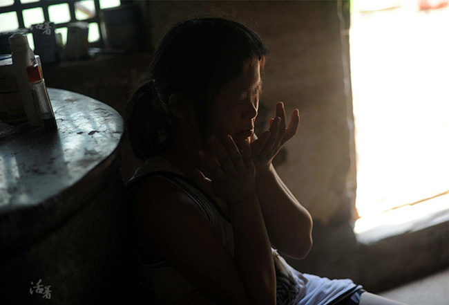 Cuộc sống bi kịch sau sinh của  ' bà mẹ nhí '  12 tuổi