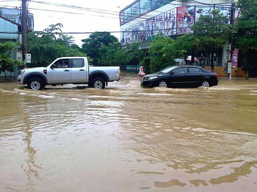 Thanh Hóa: Hơn 5.000 hộ dân bị cô lập do mưa lũ-2