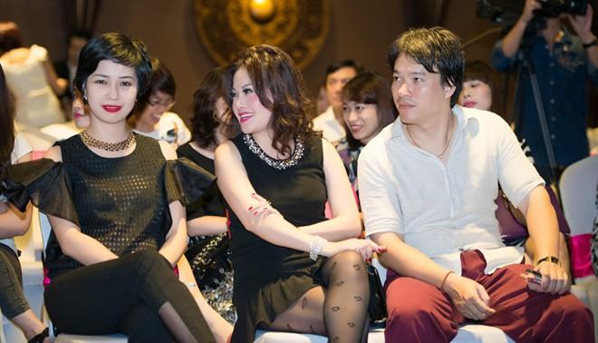 Thùy Vân Tik Tik Tak tái xuất cùng chồng sắp cưới-2