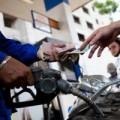 Mua sắm - Giá cả - Từ 12h trưa nay, xăng lại giảm giá gần 500 đồng/lít