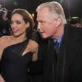"""Làng sao - Eva """"soi"""" 29/8: Angelina Jolie không mời bố tới đám cưới"""