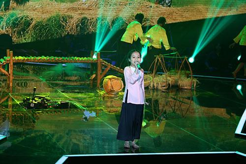 san khau giong hat viet nhi bat ngo bi sap - 3