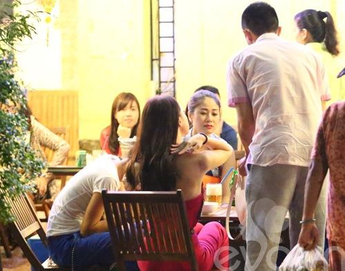 huong giang idol nam chat tay ban trai tren pho - 10