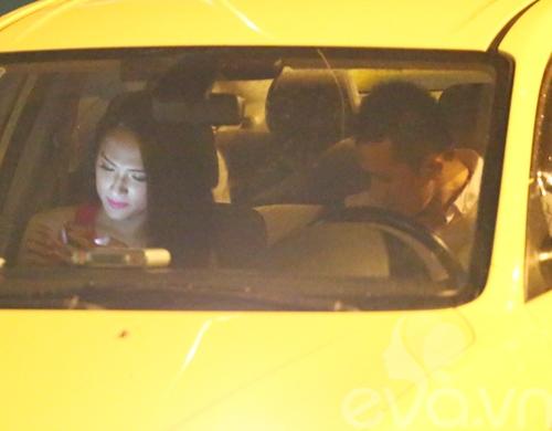 huong giang idol nam chat tay ban trai tren pho - 3