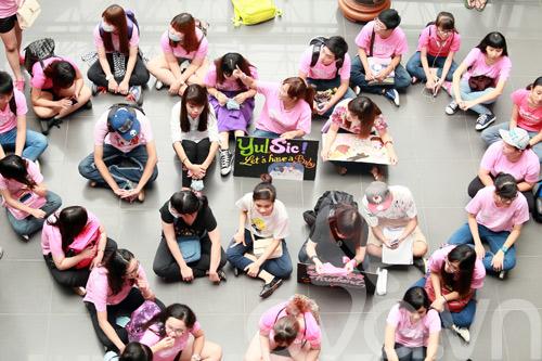 fan cuong snsd xep hang dai o san bay cho than tuong - 14