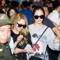 Làng sao - 6 cô gái SNSD gây náo loạn sân bay Nội Bài