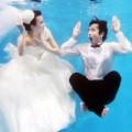Thời trang - Giới trẻ Trung Quốc rộ trào lưu chụp ảnh cưới dưới nước