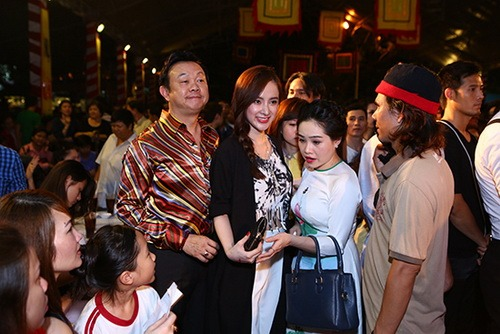 angela phuong trinh khoe eo thon di gio to nghe - 8