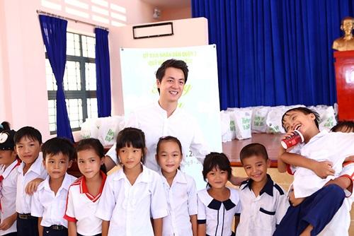 vo chong dang khoi doi nang di phat qua trung thu - 9