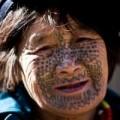 """Tin tức - Những người phụ nữ còn lại của """"bộ tộc xăm mặt"""""""