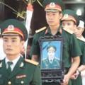 Xúc động tiễn đưa thượng úy Nguyễn Hoàng Anh về đất mẹ