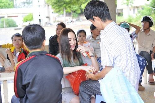 angela phuong trinh vuot nui tham tre khuyet tat - 12