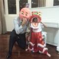 Làng sao - Subeo múa lân cùng ông ngoại khi vắng bố mẹ
