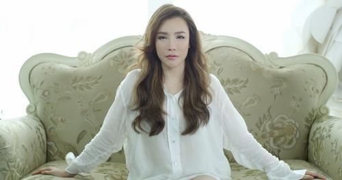 ho quynh huong khoc roi nuoc mat van xinh dep - 5