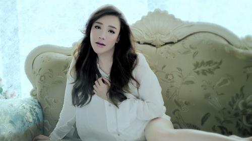 ho quynh huong khoc roi nuoc mat van xinh dep - 13