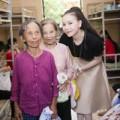 Làng sao - Trà Ngọc Hằng vui Trung Thu xuyên Việt với người nghèo