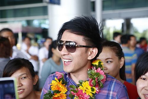 "dan truong gay ""bao"" ngoai san bay nhu sao han - 8"