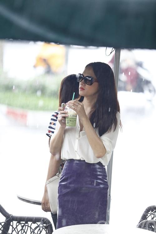 """huong giang idol tu tay lai xe """"binh dan"""" di gap ban be - 14"""