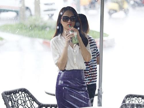"""huong giang idol tu tay lai xe """"binh dan"""" di gap ban be - 15"""