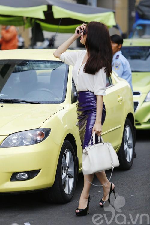 """huong giang idol tu tay lai xe """"binh dan"""" di gap ban be - 6"""