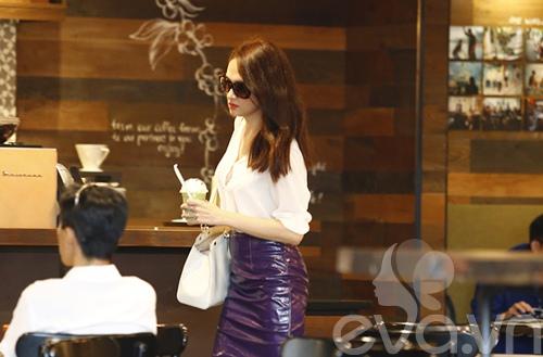 """huong giang idol tu tay lai xe """"binh dan"""" di gap ban be - 9"""