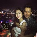 Làng sao - Lam Trường ôm vợ 9x ngọt ngào trong đêm