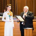 Làng sao - Jennifer Chung được ngài Thị trưởng vinh danh